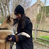 Safiya: Dog-sitter en or