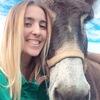 Andrea: Estudiante de veterinaria, amante de los animales.