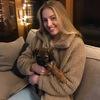 Olivia: Dog-loving university student!