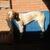 Slider thumb drako busca sol en el banco del jardin